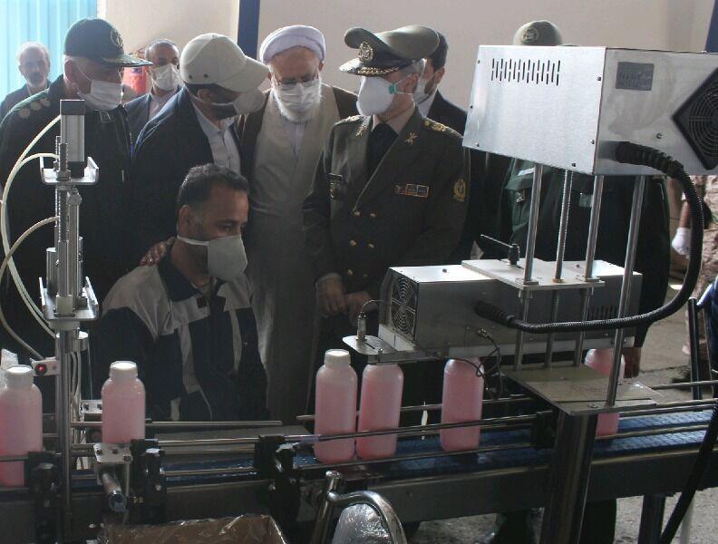 خبرنگاران وزارت دفاع روزانه 150 هزار لیتر محلول ضد عفونی کننده فراوری می نماید